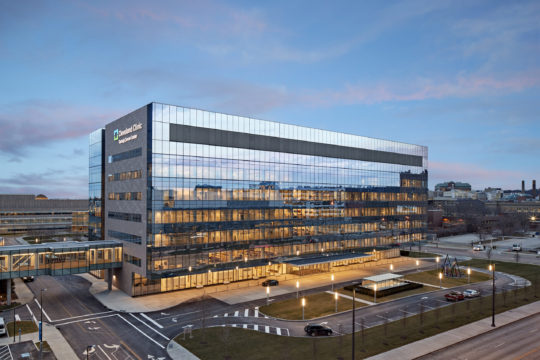 Cleveland, OH - 7-story, 377,000 sf cancer center connected via a tunnel and pedestrian bridge to the existing Cleveland Clinic campus facilities Photography by © Robert Benson Photography
